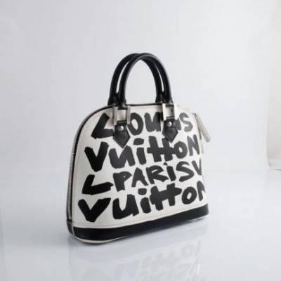 15aaddb4b723 Je suis à la recherche d un sac Louis Vuitton Graffiti mais uniquement  noir blanc d occasion. Photos demandées.